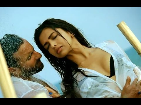 Deepika Padukone Hot Lip kiss Scene
