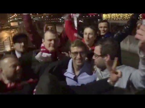 Массимо Каррера с болельщиками празднует чемпионство Спартака