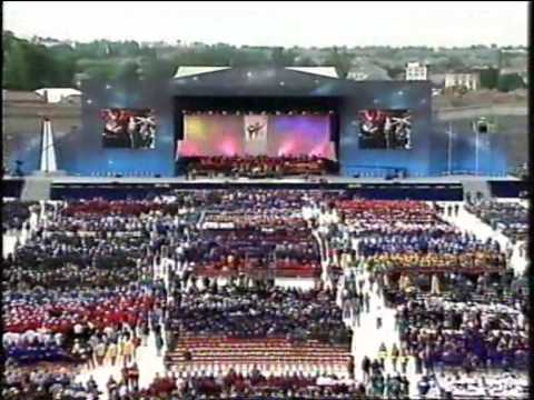 The Corrs -  Breathless & Toss The Feathers (Special Olympics...