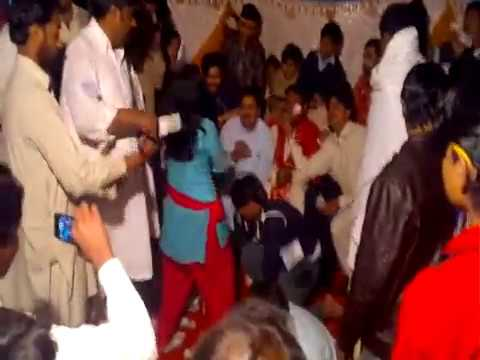 abhi to mein jawan hoon (Gulshan wedding mujra in kotmomin)...