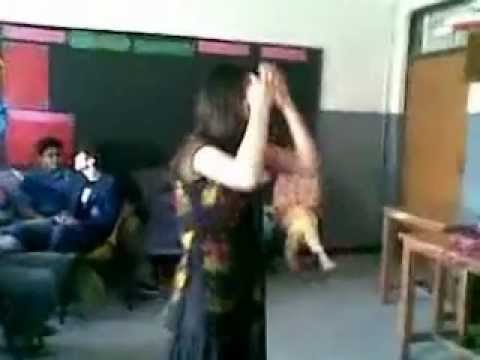 Lahore Girl Dance In Class - Awesome video
