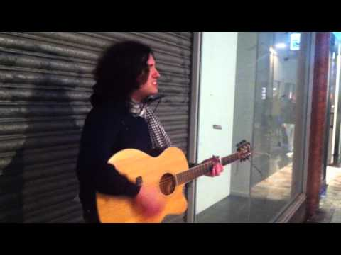 Belfast Buskers: Chris Mercer performs