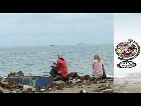 The man who Filmed the Tsunami - Shocking footage of the Indonesian disaster