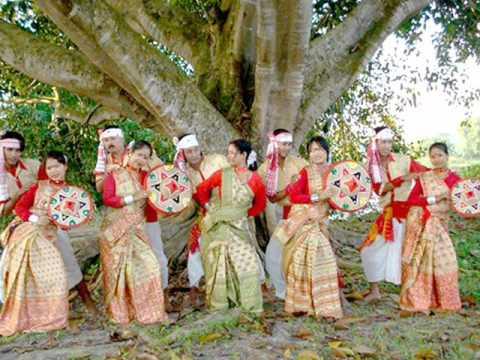 Moyna Cholat Cholat Korere. Bengali Folk Song