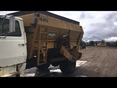 Ford Feed Mixer w/ Mohrlang 420 Bed