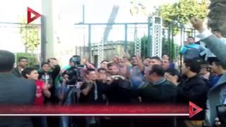 أهالي كفر الشيخ يهتفون ضد الإرهاب مكان تفجير حافلة طلاب الكلية الحربية