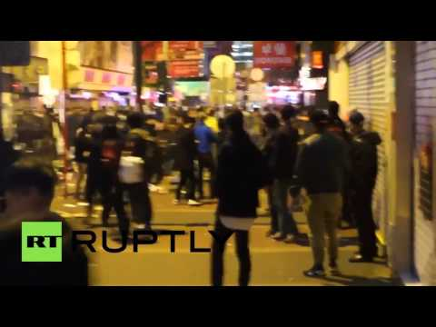 Hong Kong: Clashes erupt in Mong Kok as police clear food vendors