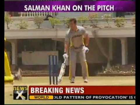 Aamir Khan skips son's charity cricket match - NewsX