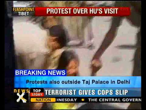 Tibetan protests in Delhi over Chinese President's arrival - NewsX