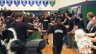 Texas high school basketball team gets unlikely support