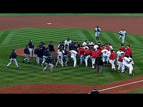 ALCS Gm3: Tempers flare, benches clear in Fenway