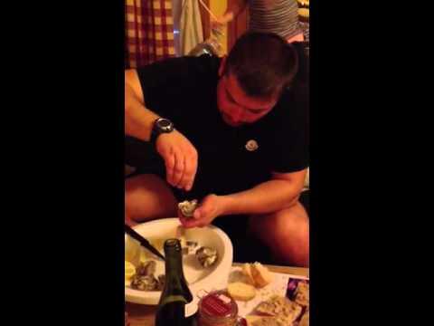 Как я открываю и ем устрицу