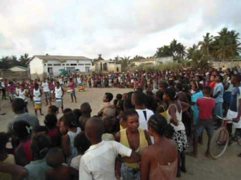 Bloco Malagasy en concierto contra el embarazo precoz.