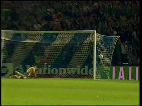 Northern Ireland 3 - 2 Spain - David Healy's third goal