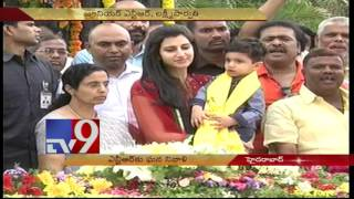 Nara Bhuvaneshwari, Brahmani pay tribute to Sr NTR - TV9