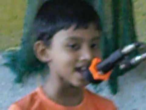 Aadi Singing Akkara Kaavile Chakkara Maavile video