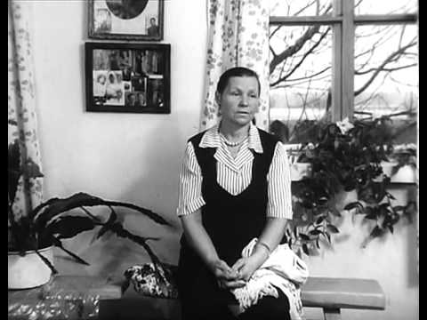 Женщина из убитой деревни.