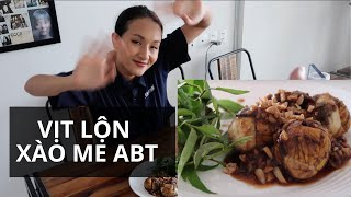 HỘT VỊT LỘN XÀO ME NGÀY MƯA GIÓ | Anh bạn thân Cooking #5 | Vlog