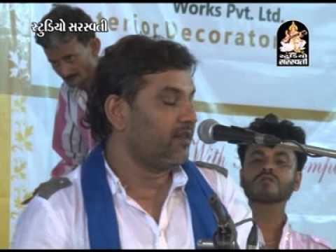 Kirtidan Gadhvi Pune Live 1 2 | Man Mor Bani Thangat Kare | Gujarati Live Dayaro 2014 video