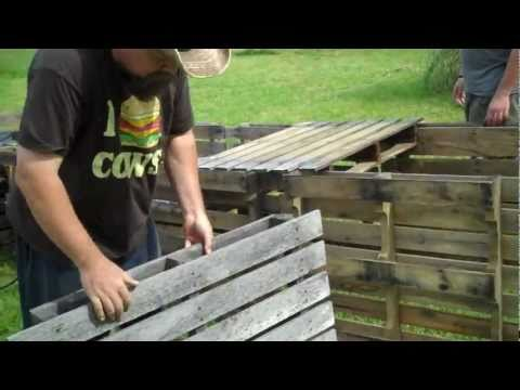 5 on the Farm:  CHEAP Raised Bed Garden