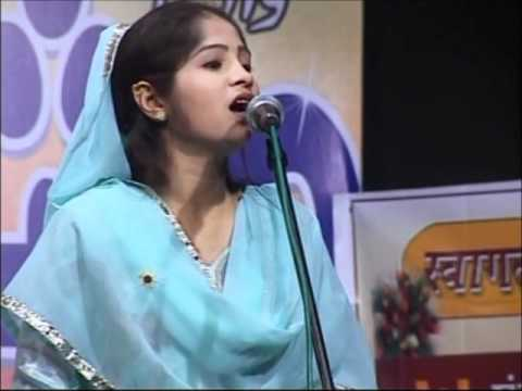 All India Mushaira Mumbai 2011   Nikhat Amrohi Part 1.wmv
