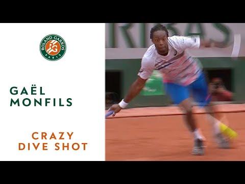 Gaël Monfils' crazy dive shot at Roland Garros