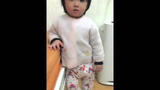 Bé Tí 1 tuổi cãi nhau với bố