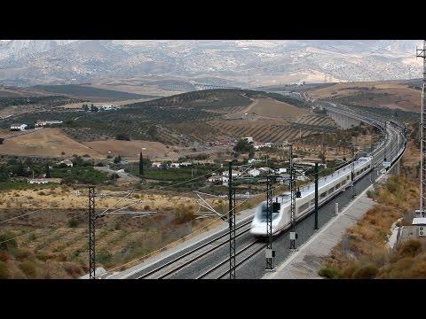 14.23 AVE 03990, Barcelona-sants - Malaga Maria Zambrano, AVE Class 102 / Talgo 350; 14.27 AVANT 08125, Sevilla-santa Justa - Malaga Maria Zambrano, AVE Clas...