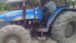 Tractor Batas Tempek LEKAT Di Air Melintas (Isnin 13 10 2014)