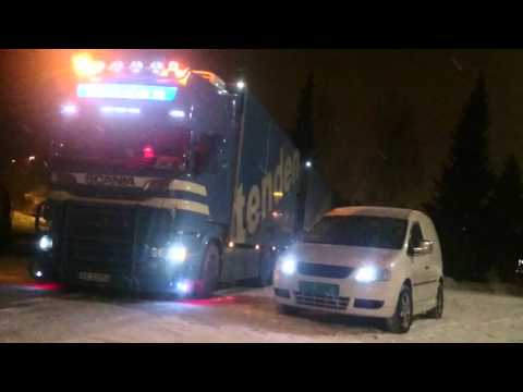 Vw Caddy 1,9 TDI vs Scania R620 V8