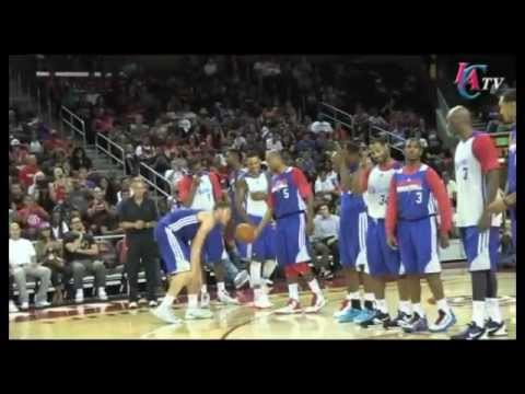 Blake Griffin made this shot on the first try, one handed. Not bad! SUBSCRIBE FOR MORE VIDEOS!