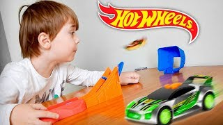 RAMPA DA HOT WHEELS!! Carrinhos de Corrida da HotWheels e Massinha Play Doh Star Wars