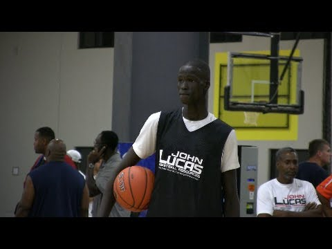 7 Foot 8th Grader Thon Maker - Best 14 Year Old In The World - MiddleSchoolHoops.com