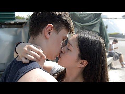 Как Поцеловать Девушку - Получил по Яйцам   KISSING PRANK