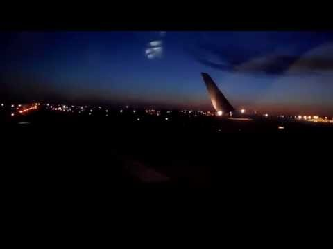 American Airlines 737-800 Landing at Nashville International Airport (BNA)