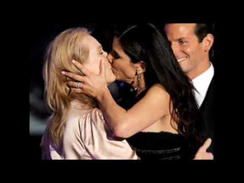 2010 Golden Globes Critics Choice Awards: Meryl Streep & Sandra Bullock Kiss video