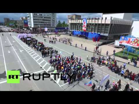 Ukraine: Drone footage captures thousands-strong May Day march in Lugansk