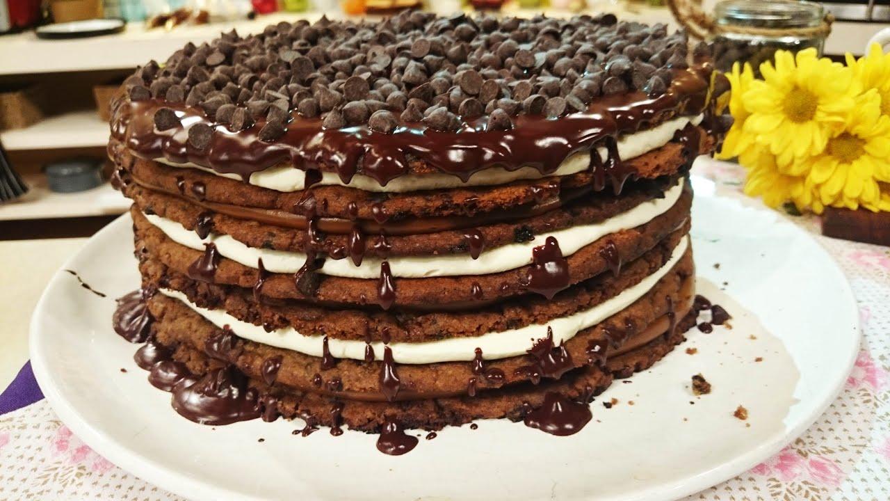 Torta cookies rellena con crema y dulce de leche