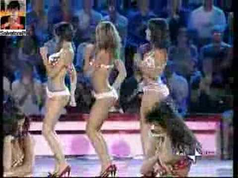 The hot dancers of Stasera Mi Butto