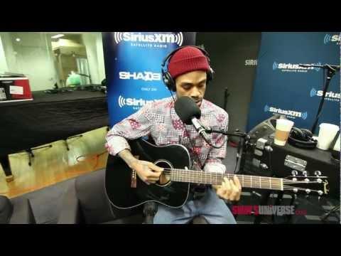 Bilal Performs