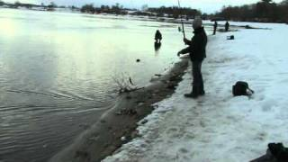 Moscow river spinning fishing 17 03 2011
