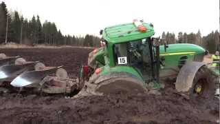 JOHN DEERE 7530 in mud