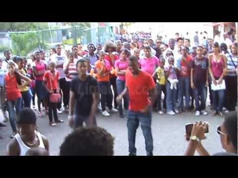 Bailando Dembow feria del libro 2011, Limando.com