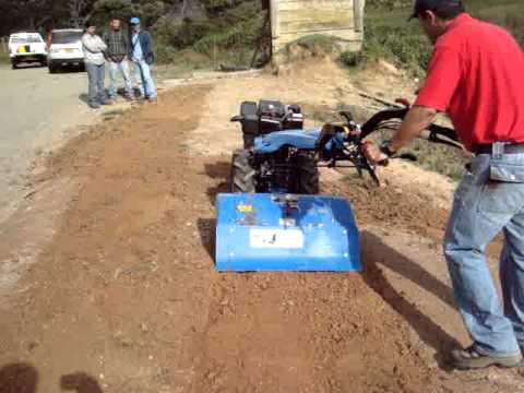 motocultor BCS diesel de 10 Hp trabajando con fresa. TractoCentro Colombia
