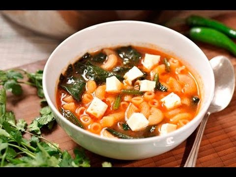 Sopa de coditos con espinaca - Macaroni and Spinach Soup