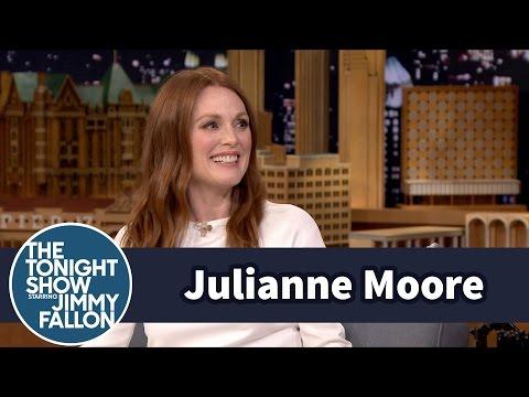 Julianne Moore Made Awesome Mommy Bitmojis