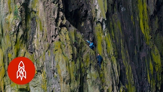 Chinese 'Spider' Climbers Use No Ropes or Tools to Scale Cliffs