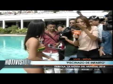 El piscinazo osado de Fabiola Martinez Novia o Musa del Mundial Brasil 2014 en Bolivia