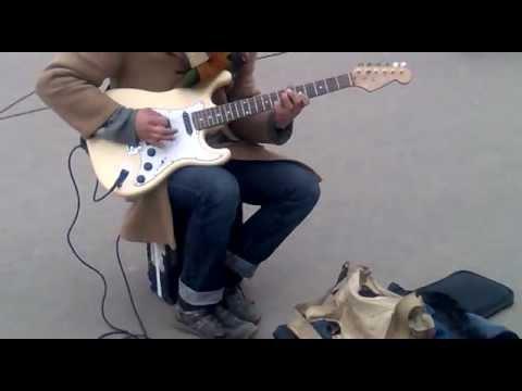 Уличный гитарист.mp4