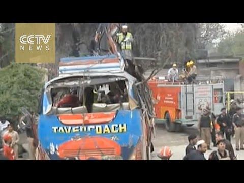 Pakistan bus bombing kills 15